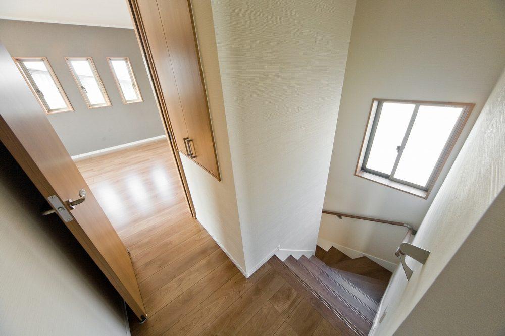 鳥取中2号地 階段上の収納