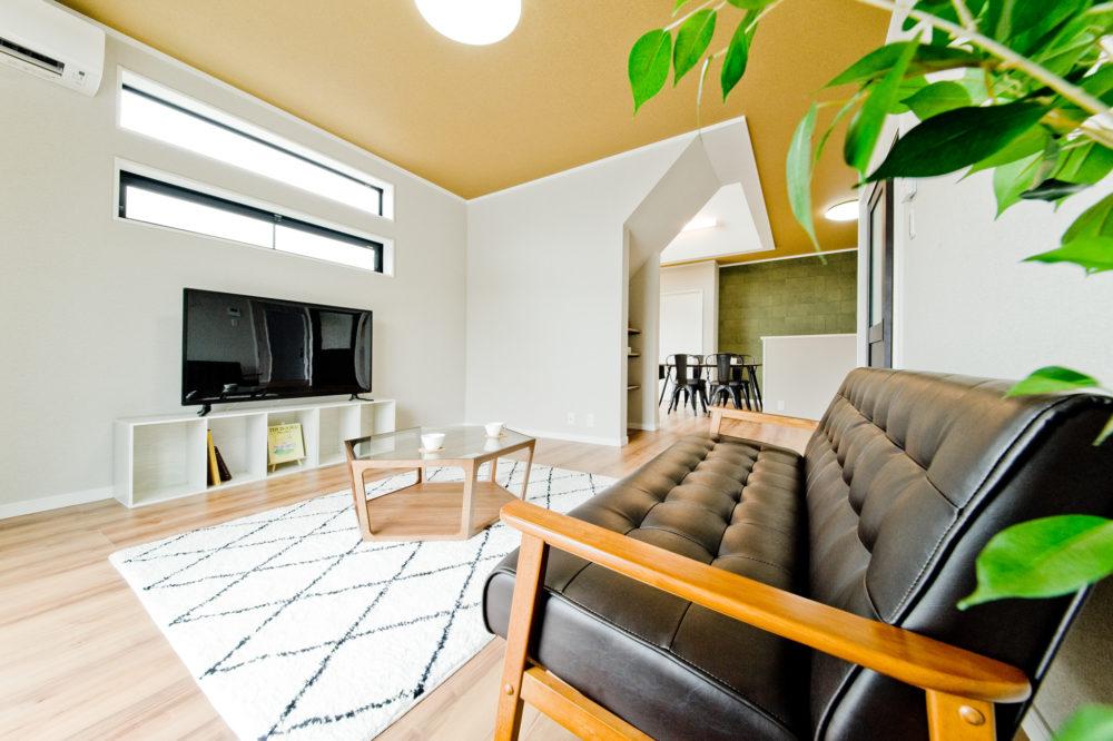 キッチンと繋がってはいるけれど、癒し空間を保つことが可能なリビングルーム。