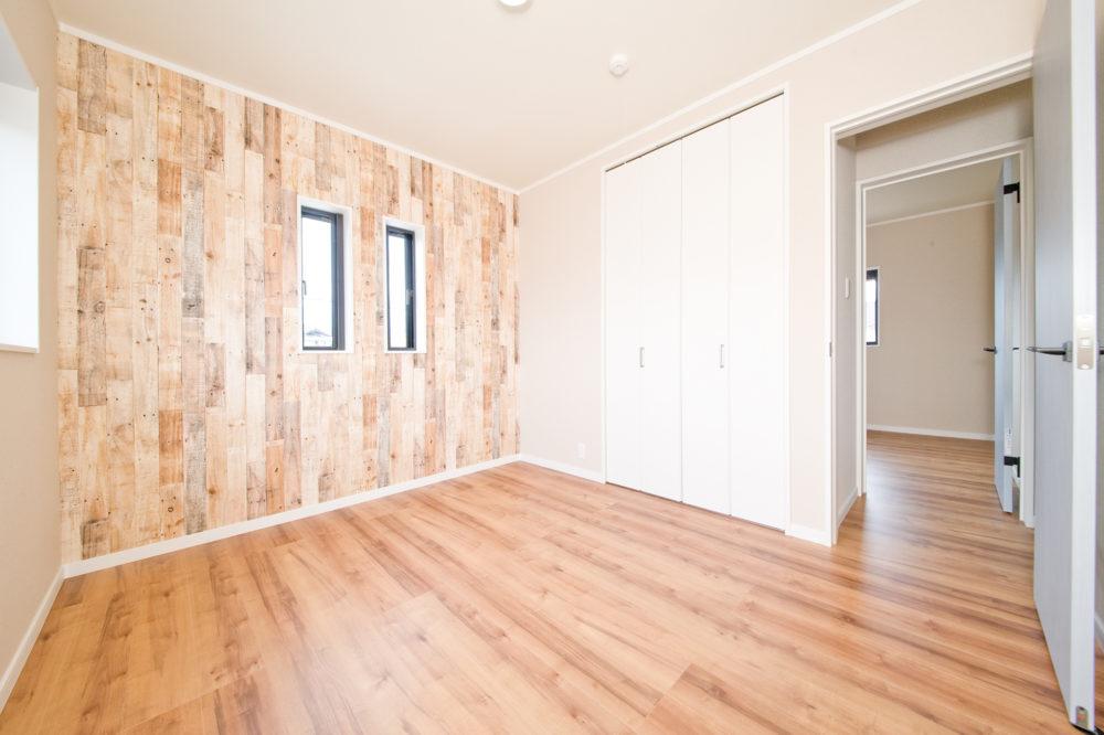 二階には主寝室とは別に洋室が2つあります。それぞれにクローゼットがあり、部屋をスッキリと使うことができます。